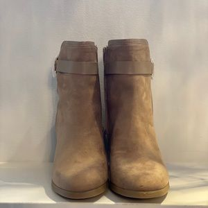 Shoe Dazzle Tan Healed boots